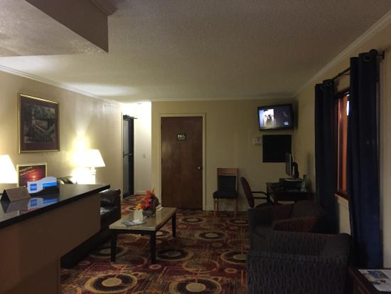 Rodeway Inn & Suites: photo0.jpg