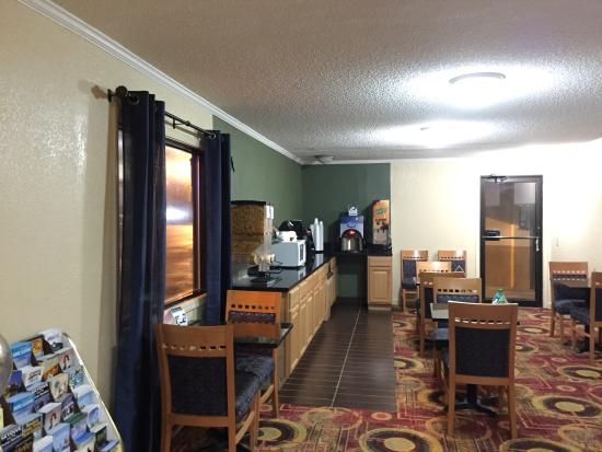 Rodeway Inn & Suites: photo1.jpg