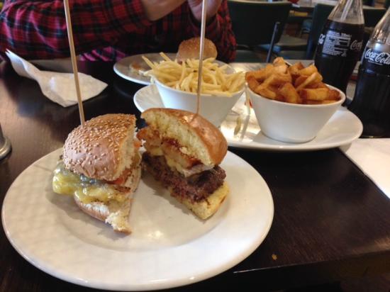 Gourmet Burger Kitchen: Hamburguesa de pollo y carne