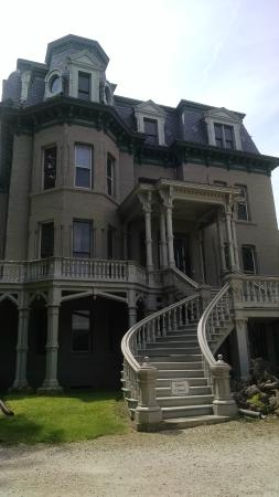 Hegeler Carus Mansion: The amazing from entrance