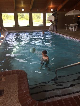 AmericInn Lodge & Suites Wabasha: Swimming pool 3' to 5' depth