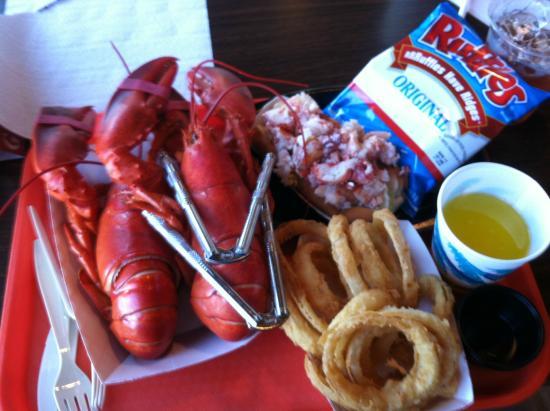 Shaw's Fish & Lobster Wharf: Twin lobstahs!!