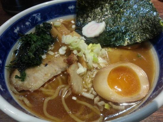 Ramen Setagaya Haneda Airport: 麺にスープが絡む