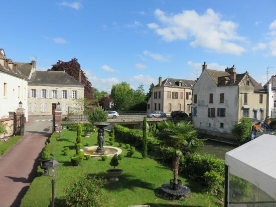 Hotel l'Etape de la Vallee : View from the room