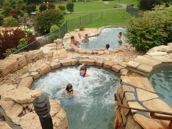 with vacations treehouse cabins hot in missouri cabininside getaways tub romantic family tubs