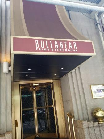 ‪Bull and Bear Bar‬