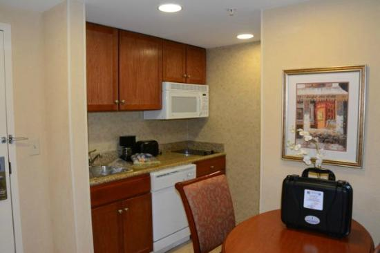 Homewood Suites by Hilton Asheville- Tunnel Road: Big kitchen - the ice maker works, too!