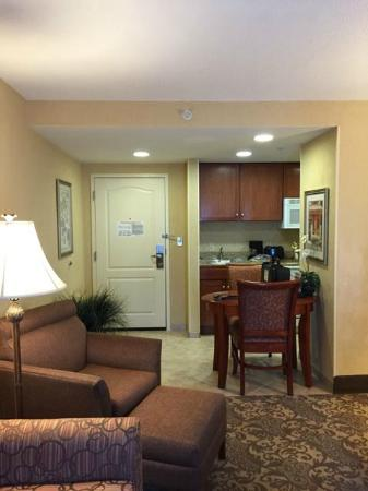 Homewood Suites by Hilton Asheville- Tunnel Road: Looking at the door