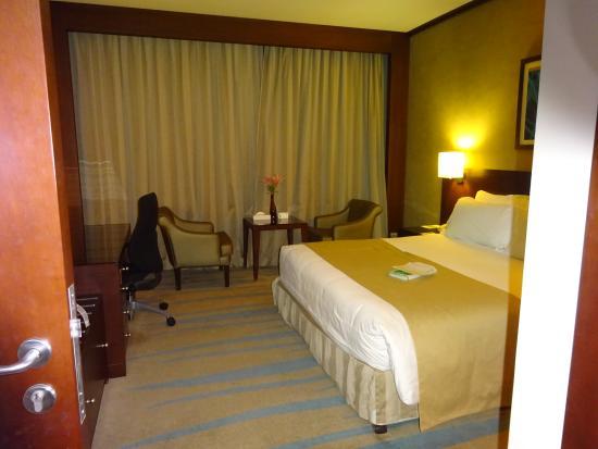 Holiday Inn Riyadh Izdihar : Spacious bedroom