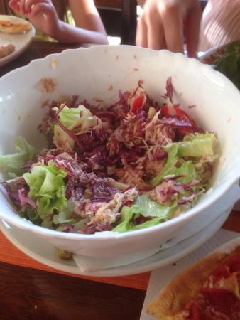 Pizzeria Matteo: Heute hatten wir mal Hunger auf Pizza und Salat! Bei Matteo gibt es eine sehr gute Pizza, ausge