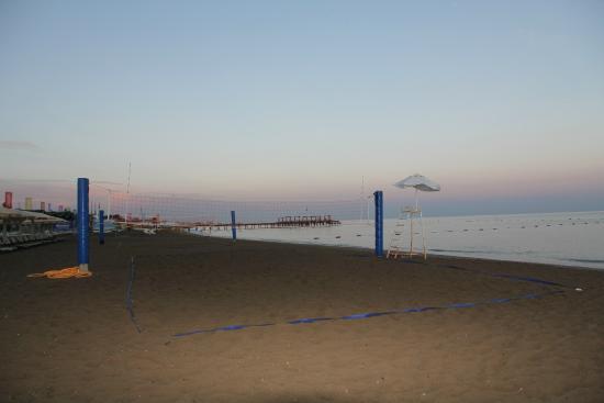 Maritim Pine Beach Resort: пляж