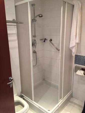 Idea Hotel Torino Mirafiori: Doccia nel bagno