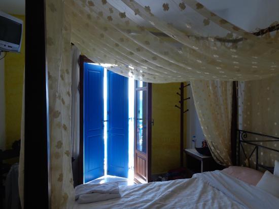Daskalio Rooms : Our room (upper storey)