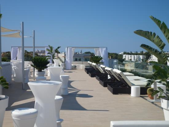 Monsuau Sensory Hotel: roof top lounge