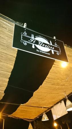Il-Gzejjer Bar & Restaurant : This way folks ��