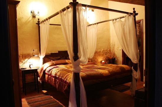campo y lumbre el matador su cama con dosel y su original bao realizado con