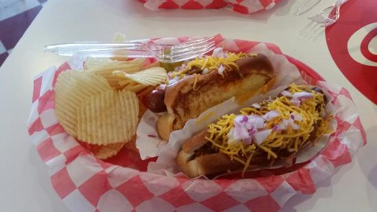 Rocky's Grill & Soda Shop : Love those chili-dogs