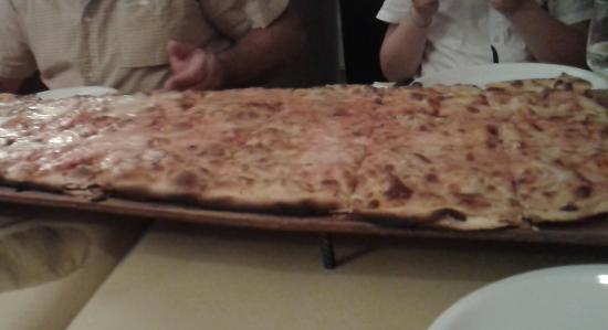 Pizzeria L'Antico Portone : Pizza da 70 cm che mangiato!