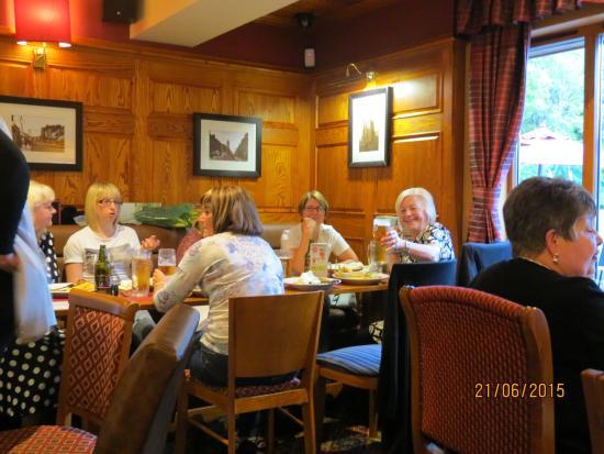 Oak Tree Farm Pub Restaurant: Friends