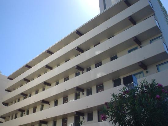 Holiday Surf Hotel: アパート。ホテルの全景