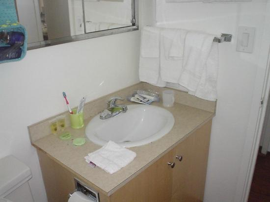 ホリデイ サーフ ホテル , 洗面所シンク