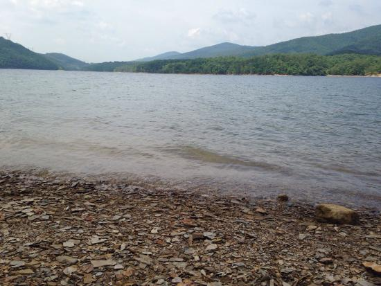 Carvins Cove Natural Reserve: Beautiful and relaxing day, there's no better place to relax.