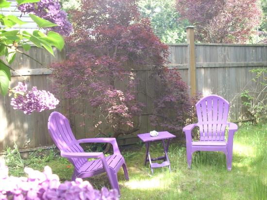 At Nautica Tigh Bed & Breakfast: Lilac moment.