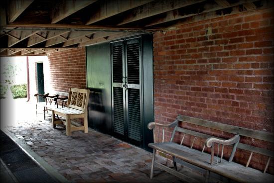 Natchez, MS: Underneath Rosalie's front porch