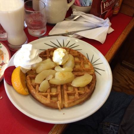 Laurie's Breakfast Cafe: Apple Waffles