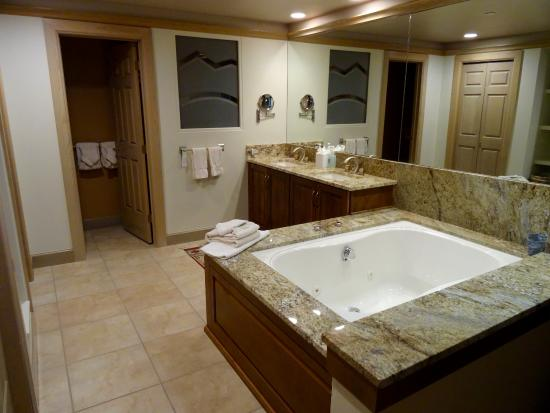 Park Plaza at Beaver Creek: Master Bathroom Large Whirlpool & Double Vanity Cabinet