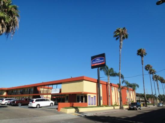 Howard Johnson Inn And Suites San Diego Area/Chula Vista: Hotel Exterior