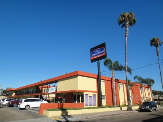 Howard Johnson Inn And Suites San Diego Area/Chula Vista: Hotel Exterior