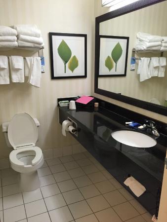 Fairfield Inn & Suites Abilene : Bathroom
