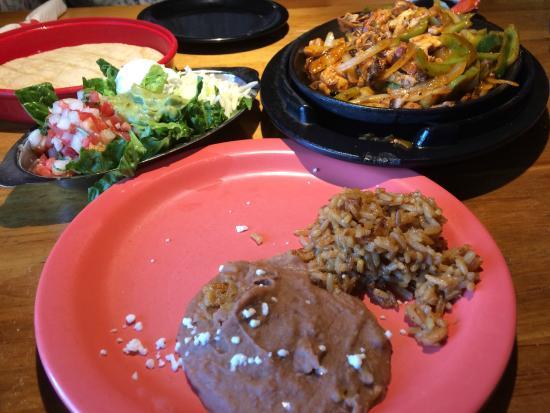Red Mesa Grill: Fajitas and fixings