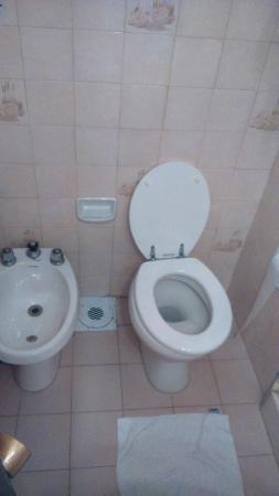 هوتل كاميلوت: Banheiro