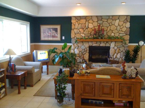 Premier RV Resorts: Fireplace Room