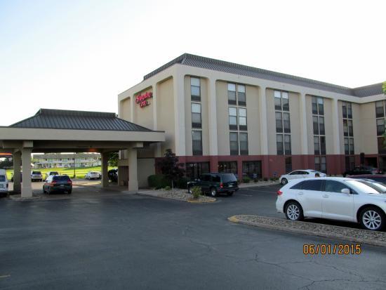 Hampton Inn Des Moines-Airport : Exterior grounds.