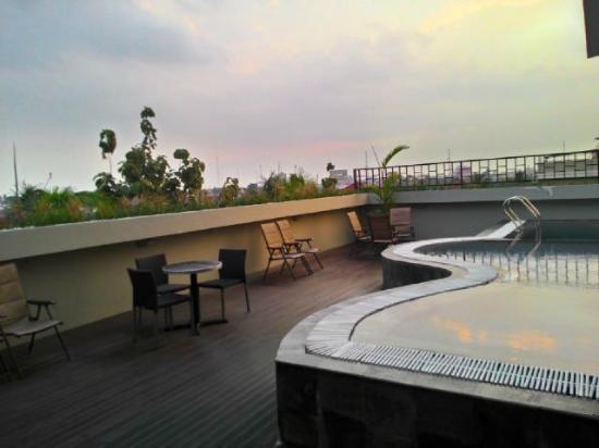 kolam renang foto favehotel palembang palembang tripadvisor rh tripadvisor co id