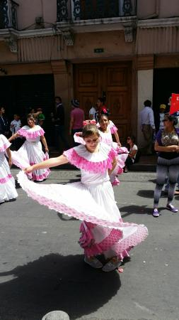 B&B Tumbaco: Parade in Old Town Quito