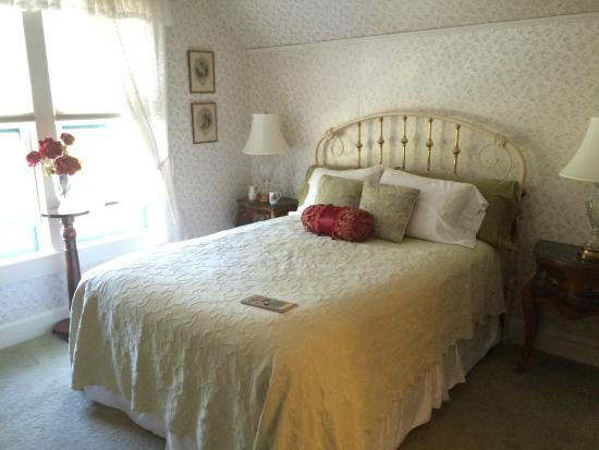 Case Ranch Inn: Comfortable bed