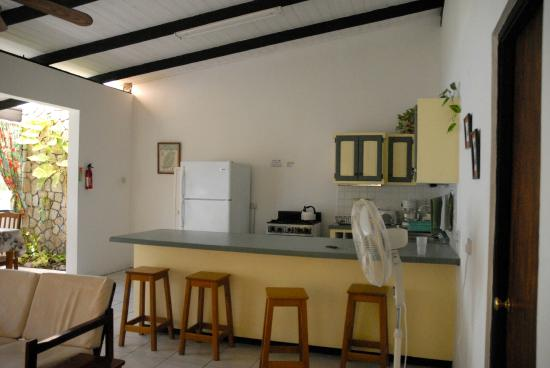 Lance Aux Epines Cottages: The spacious kitchen