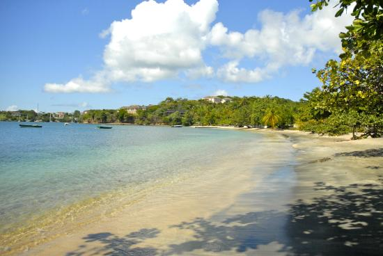 Lance Aux Epines Cottages: The beach is great for adults and children.