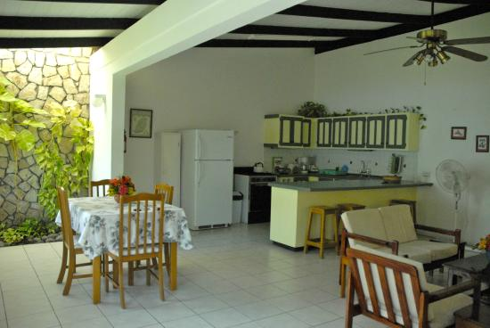 Lance Aux Epines Cottages: The kitchen and dining area of Hummingbird