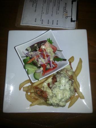 Milawa Commercial Hotel Restaurant: Milawa Chicken Camembert