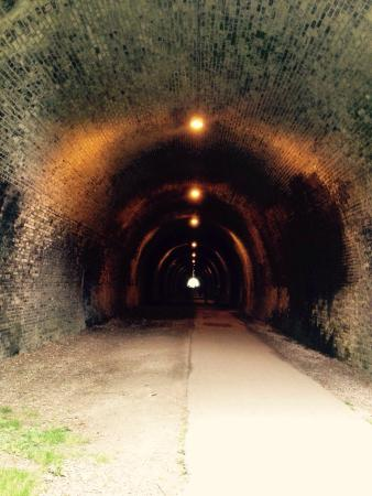 Ashbourne Tunnel: Wow!!!! Walking alone, you get the full impact of the sound track and the darkness... I am so gl