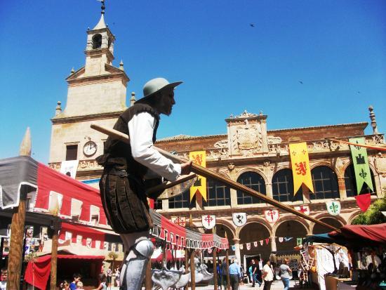 San Clemente, إسبانيا: No es un gigante, es el hoy Museo de Obra Gráfica de SanClemente