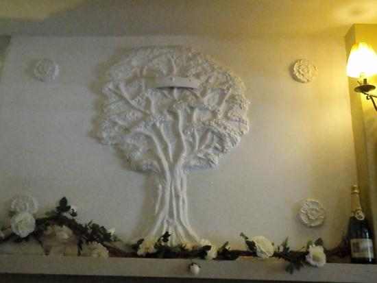 Crockham Hill, UK: Decoration over the fire place