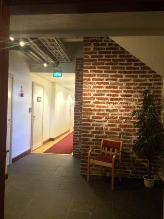 Hotelli Ville: Aivan ihana hotelli! Hotellisiipi täysin uudistettu vanhaan tehdasrakennukseen. So nice hotel i