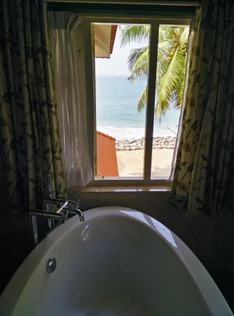 Palm Tree Annex: Penthouse Suite - View from bathtub