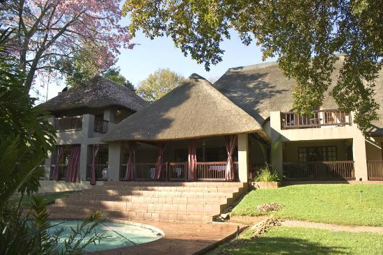 Monchique Guest House : Front view 2